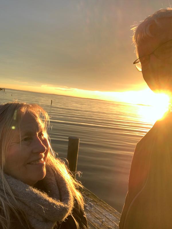 Vers, kjærlighetsvinden, to mennesker med en regnbue mellom seg, å danse vannperler sammen, tenk for en vrimmel av døde som hviler gjennom årtuseners gang, de spor som aldri ble tråkket, poesi, forfatter R.R. Kile.
